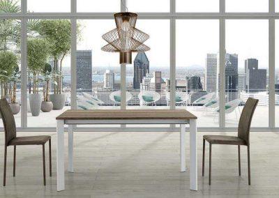 Tavolo da cucina adatto agli spazi contenuti.