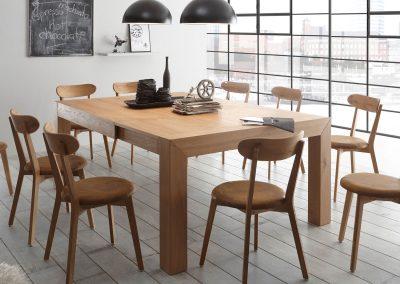 Tavolo impiallacciato allungabile o fisso con sedie in legno abbinate disponibili con sedile legno o imbottito.